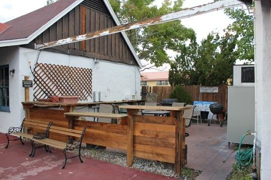 Townhouse Motel: bbq area