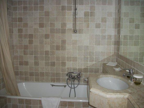 Hotel La Perouse, 2013, bathroom