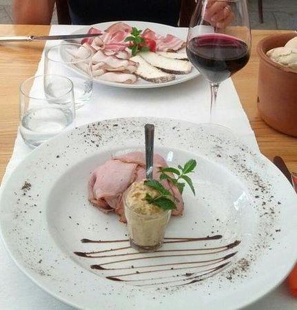 Ristorante La Meridiana: antipasti: vitello tonnato e misto di affettati (lardo, pancetta e formaggio caprino)