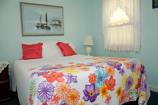 Ridgewood Motel and Cottages: Cottage bedroom
