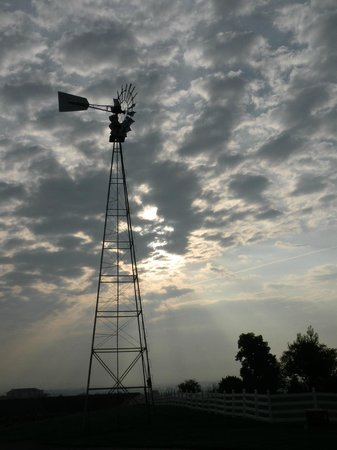 Hurst House Bed & Breakfast: Windmill at sunrise