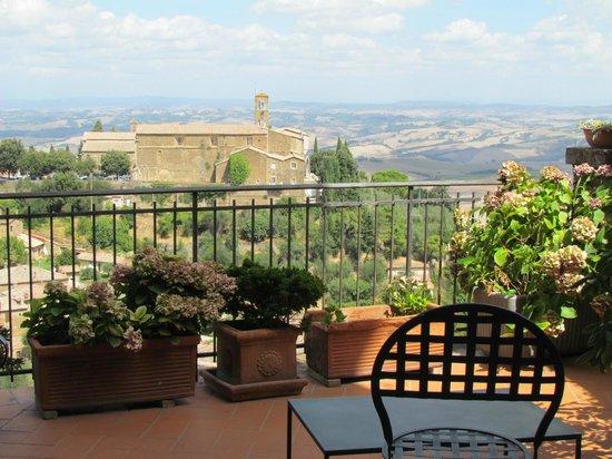 Il Giglio Hotel and Restaurant: Vista desde la terraza de la habitación