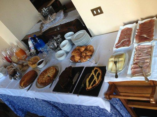 Il Giglio Hotel and Restaurant: Desayuno escaso, sin frutas frescas y con fiambres de mala calidad