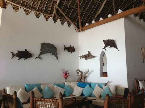 Mvuvi Resort: Cool light fixtures in the dinning are