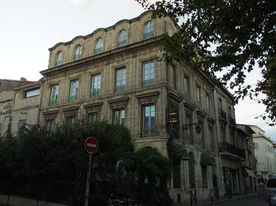 exterior of the Hotel le Relais de Poste in Arles