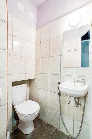 Night & Day Hostel Kiev : WC