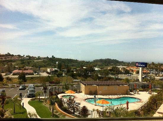 Hilton Garden Inn Pismo Beach: View out the bar and lounge window