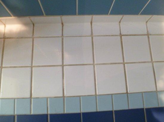 Adagio Access Paris Tilsitt Champs Elysees - ex-Citea : Tile in bathroom