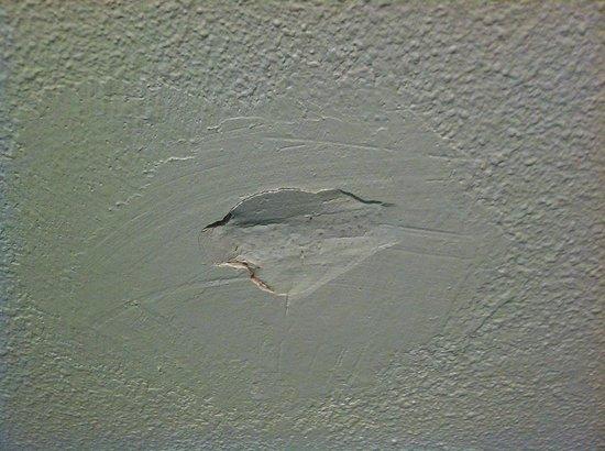 Inter-Hotel Parc des Expositions: Un trou dans le mur de la chambre