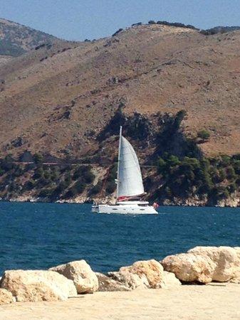 Katavothres : Una barca vista dalle Katavrothes