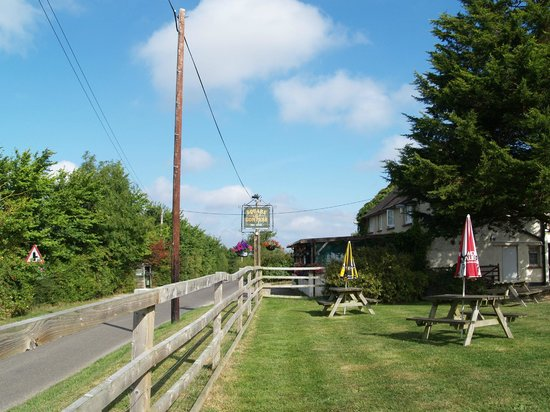 Square & Compass Inn: Inn and garden