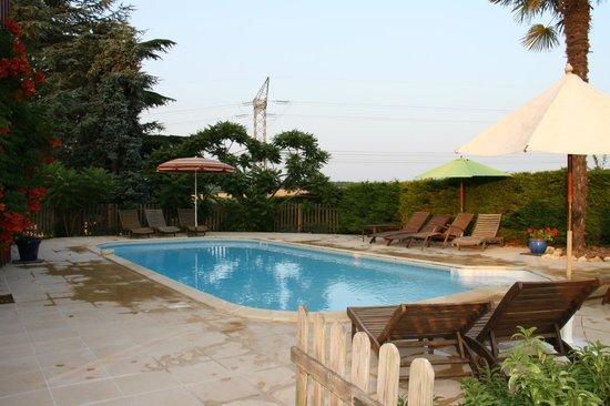 Peyrenegre Gites : The heated pool
