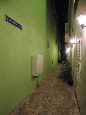 Hotel Scharloo: Área externa dos apartamentos
