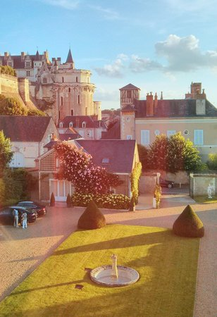 Hotel Le Manoir les Minimes: Chateau view from the hotel