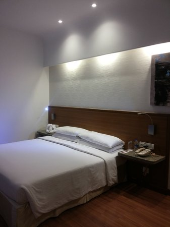 Gateway Hotel at Akota Gardens Vadodara: Double bed