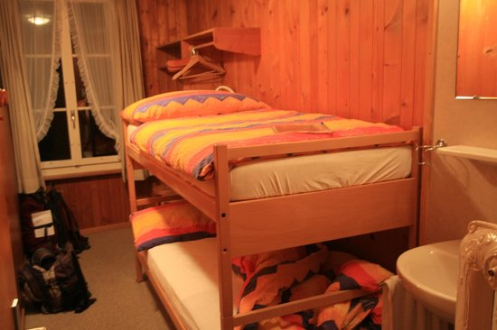 Hotel Alpenblick: two bed room with running water