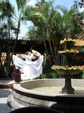 El Patio Tlaquepaque: El Patio, dance presentation