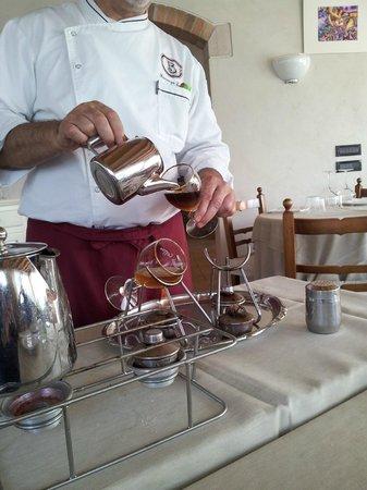 Bauto: Il titolare mentre prepara l'Irish Coffee