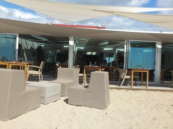 Le Poisson Rouge : Aperitif sur la plage et repas en terrasse