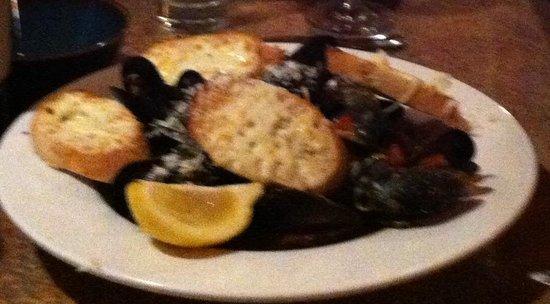 Escobar's Restaurant : clams