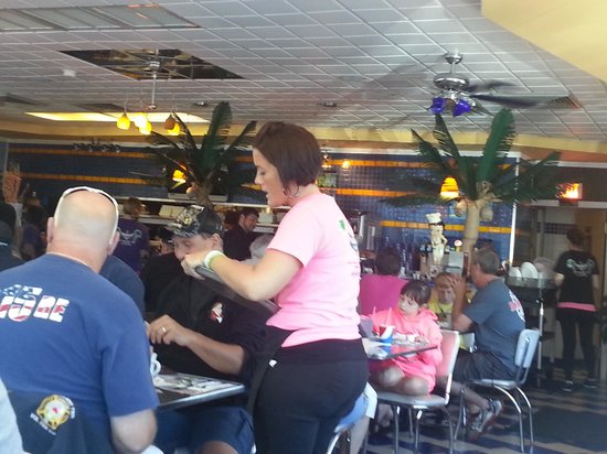 Marvis Diner: Fake palm trees, neon signs, surfboards and Betty Boop!