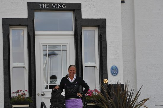 The Wing, Bed and Breakfast: Entren