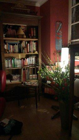 Les Petites Vosges: Cosy lounge / bar area