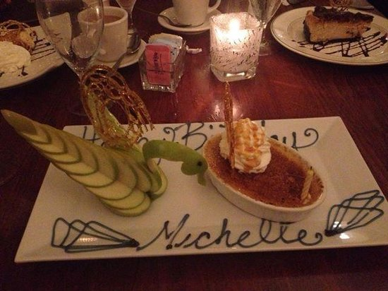 Erini Restaurant: birthday dessert!