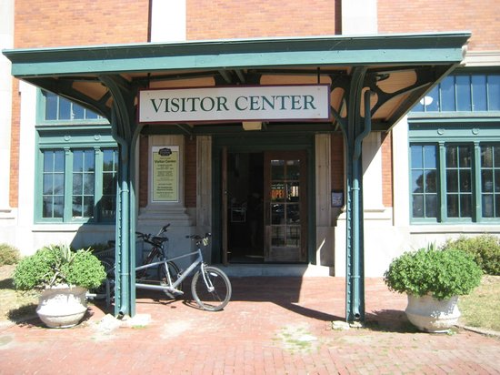 Quad Cities Visitor Center: QC Visitor Center, S. Harrison St.