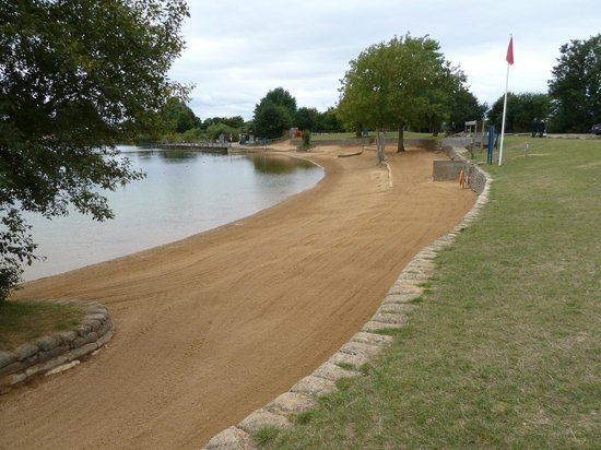 Cotswold Country Park & Beach: Empty beach