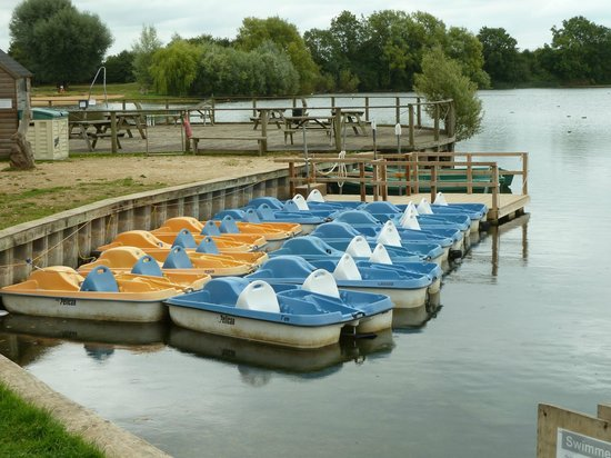 Cotswold Country Park & Beach: No one on the boats