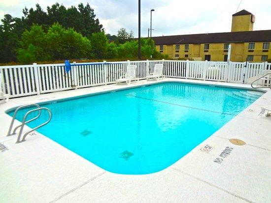 Travelodge Brunswick : Outdoor Pool