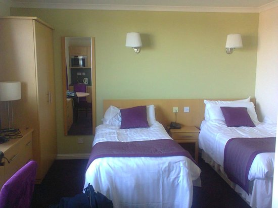 Best Western Summerhill Hotel And Suites: Room on departure
