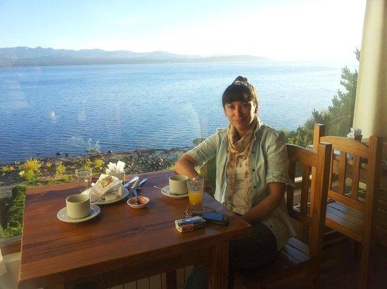 Costas del Nahuel Hosteria : esperando el desayuno, mientras contemplo el paisaje