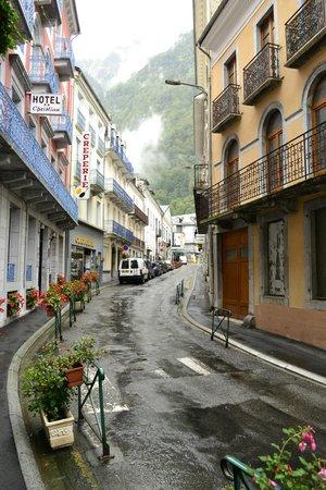 Hotel du Lion d'Or: Lower road front/main entrance