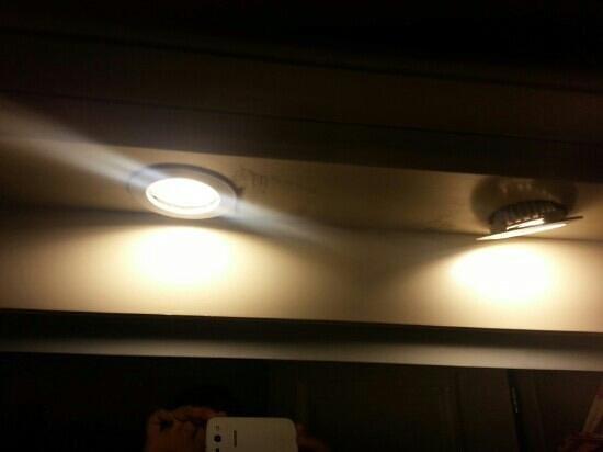 Levantes - Ios Boutique Hotel: Τα ξερχαβαλομενα φωτα του μπάνιου