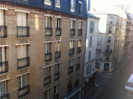 Hôtel Apollon Montparnasse : View from my room on fourth floor