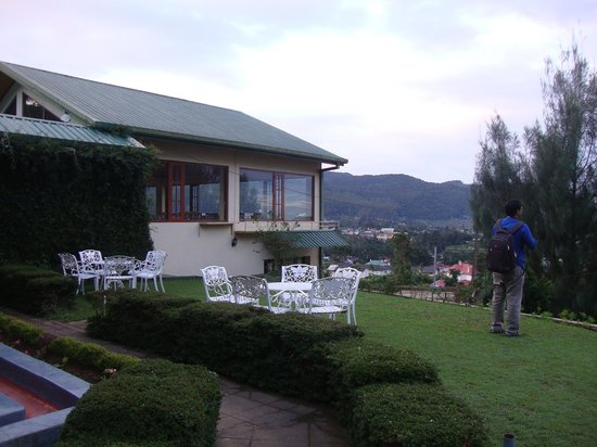 Tea Bush Hotel : Looking for some views from the top