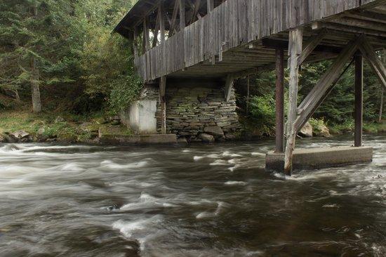 Cabins at Lopstick : Bacon Road Bridge
