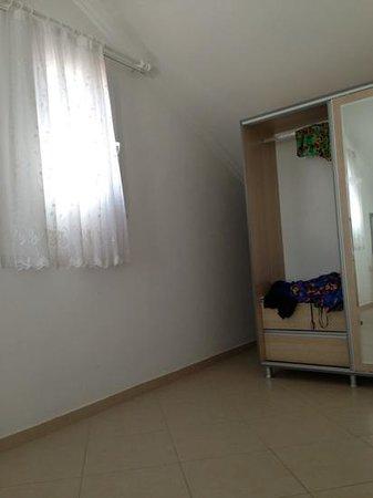 Hayat Apart Hotel: no coat hangers