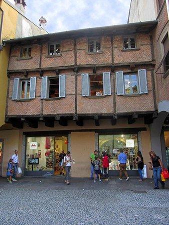 Libreria Ubik: Vista dalla piazza San Fedele