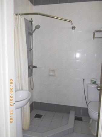 Mahkota Hotel Melaka: 2nd Room's Bathroom