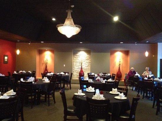 Sak's Thai Cuisine : Dining room