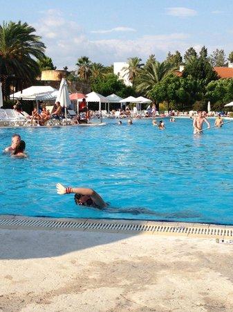 PortAventura Hotel El Paso : piscina bastante buena