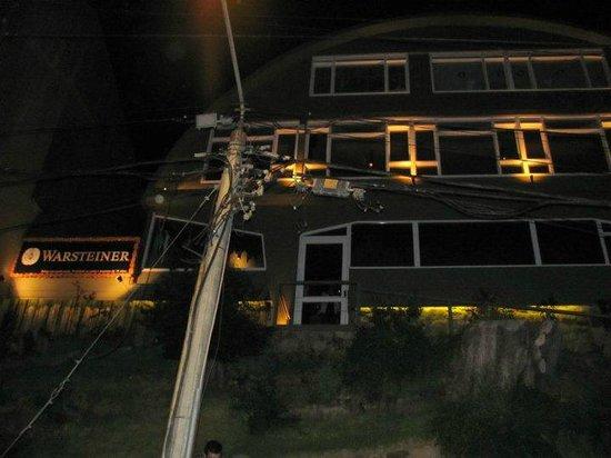 Hostel Inn Bariloche: Mooving, bar que pertenece al hostel
