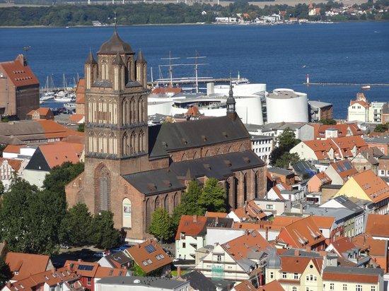 St. Marienkirche: Aussicht vom Turm auf Hafen