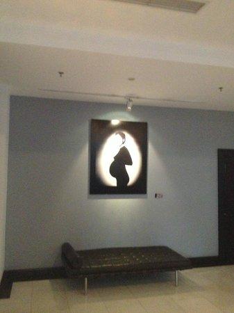 Geruisi Art Hotel: Art on the walls