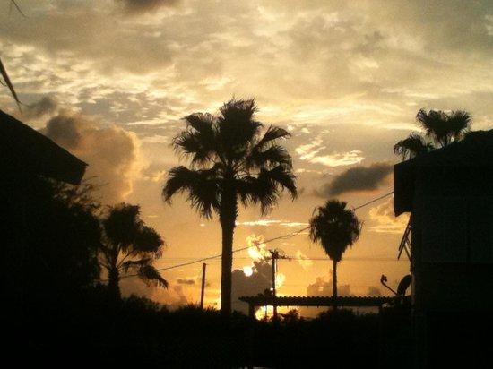 Tarpon Inn: Sunset from the pool