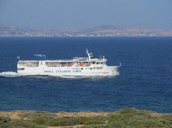 Hotel Pirgos Stelida: Καθώς περνάει το πλοίο της γραμμής....θέα απ' το δωμάτιο