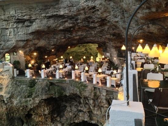 La location foto di ristorante grotta palazzese for Grotta palazzese restaurant menu